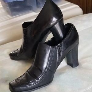 Franco Sarto zip-up Booties. Size 7